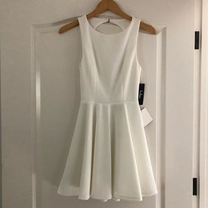 FIT & FLARE WHITE DRESS